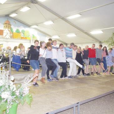 Tanzen auf dem Inselfest